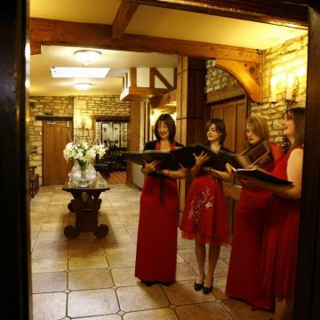 Elizabeth, Naomi, Zoe and Lucy perform at Castle Coombe Manor