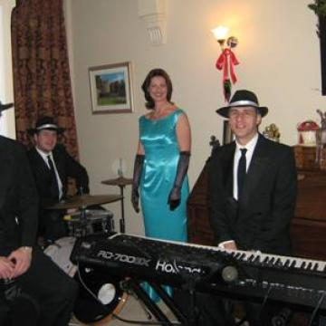 Lyrica Jazz trio and singer for events